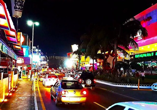 Best things to do at night in Cancun