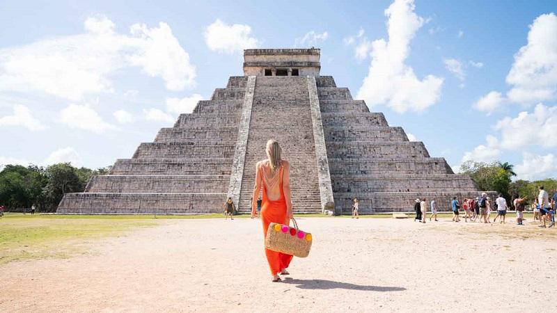 Kukulcán pyramid in Chichén-Itzá