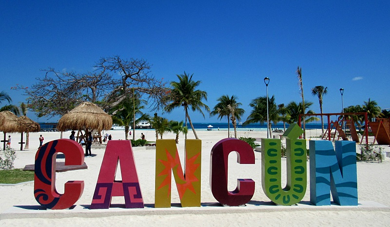 Sign on the Langosta Beach in Cancun