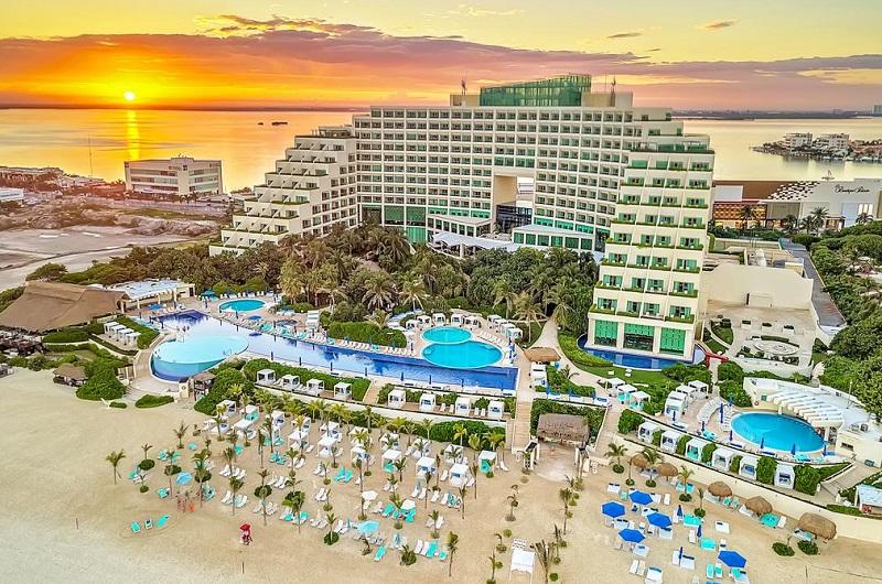 Live Aqua Beach resort all-inclusive in Cancun