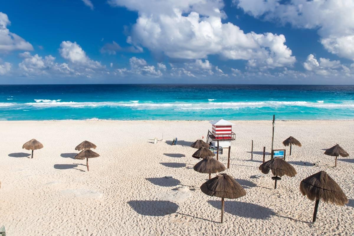 Delfines Beach in Cancun