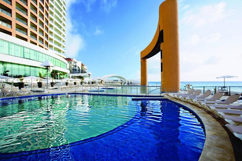 Beach Palace Hotel resort all-inclusive in Cancun