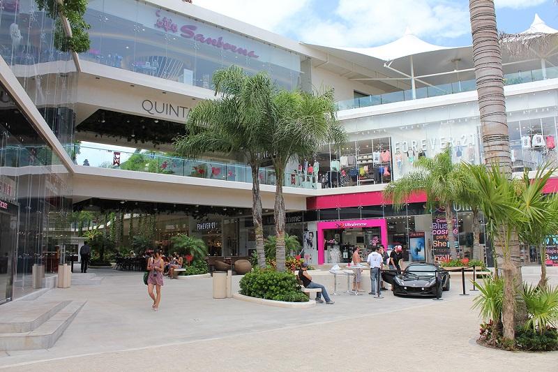 Quinta Alegria mall in Cancun