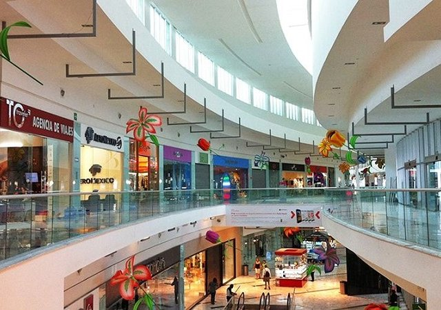 Interior of the mall in Cancun