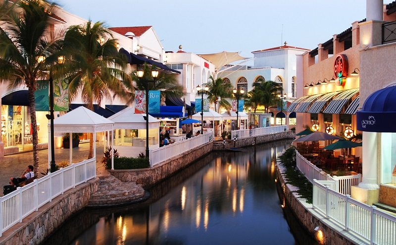 La Isla mall in Cancun