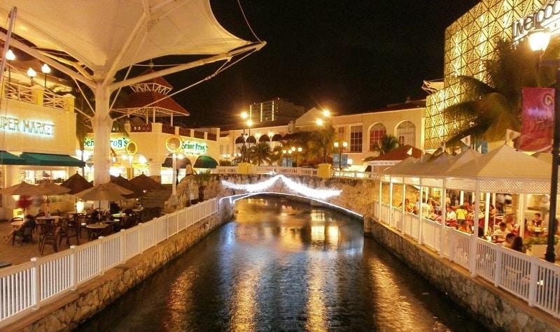 La Isla mall at night in Cancun