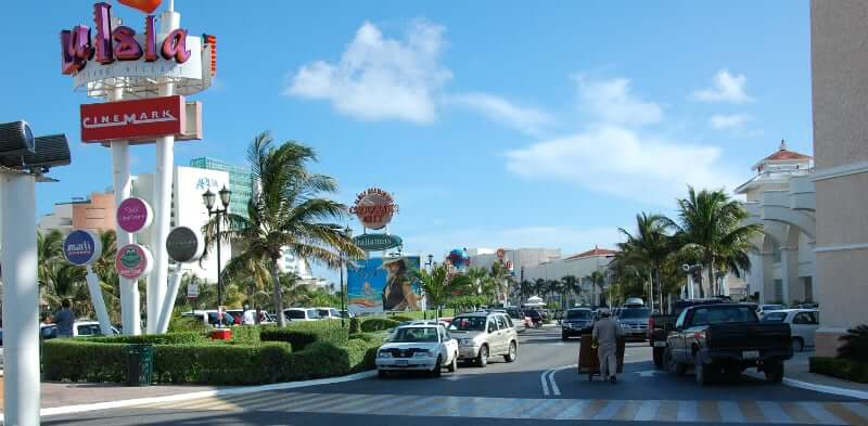 Entrance to the Plaza La Isla shopping mall in Cancun