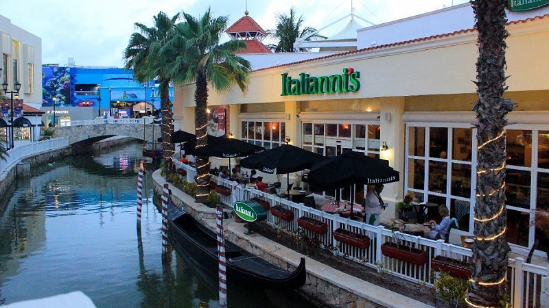 Restaurants at Plaza La Isla in Cancun