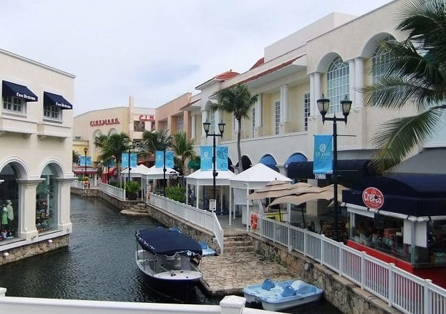 Plaza La Isla in Cancun