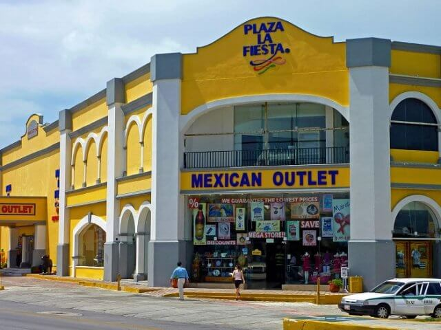 Plaza La Fiesta Mexican Outlet in Cancun