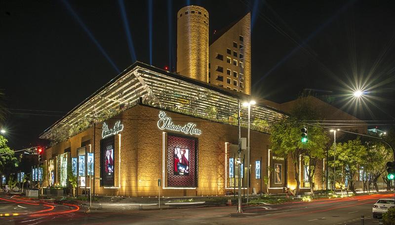 Palacio de Hierro at night in Mexico City