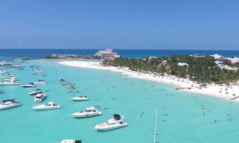 Cancun sea and boats