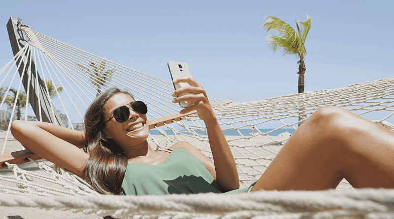 Using the cell phone in Cancun