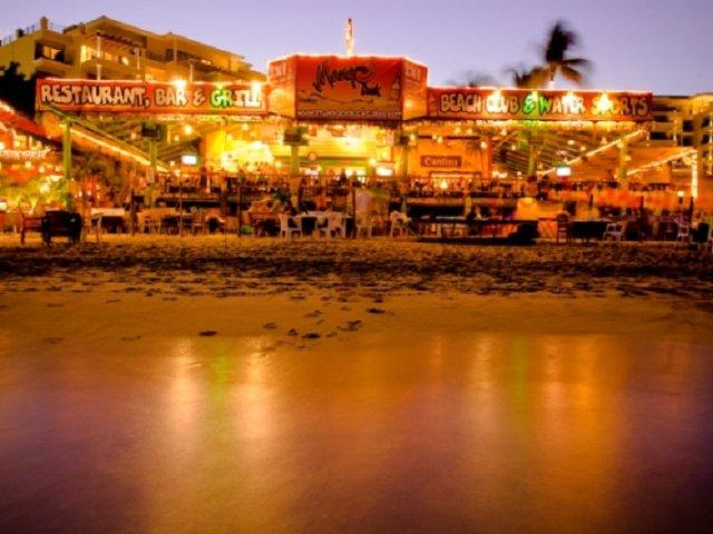 Mango Deck Restaurant, Bar & Beach Club in Los Cabos
