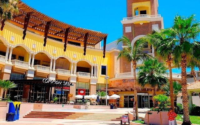 Puerto Paraiso Mall in Los Cabos