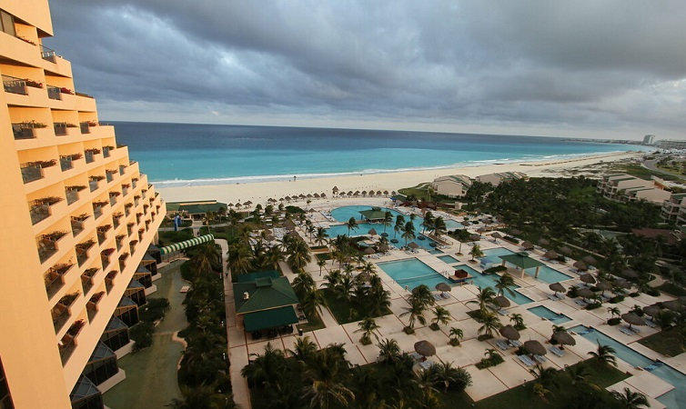 Season of hurricanes and earthquakes in Cancun